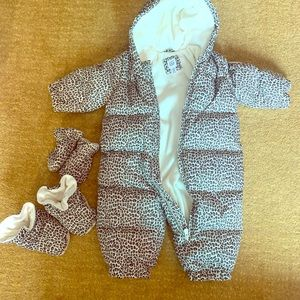 Baby gap 6-12 months snowsuit